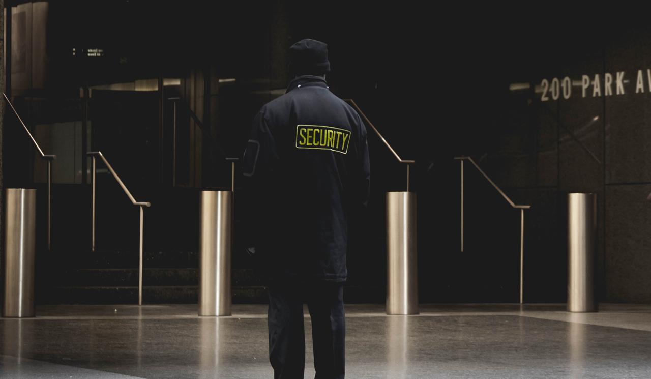 個人情報の流出に注意!運用は万全なセキュリティ対策のもとで